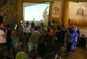 ferie zimowe obóz narciarski dyskoteka z karaoke