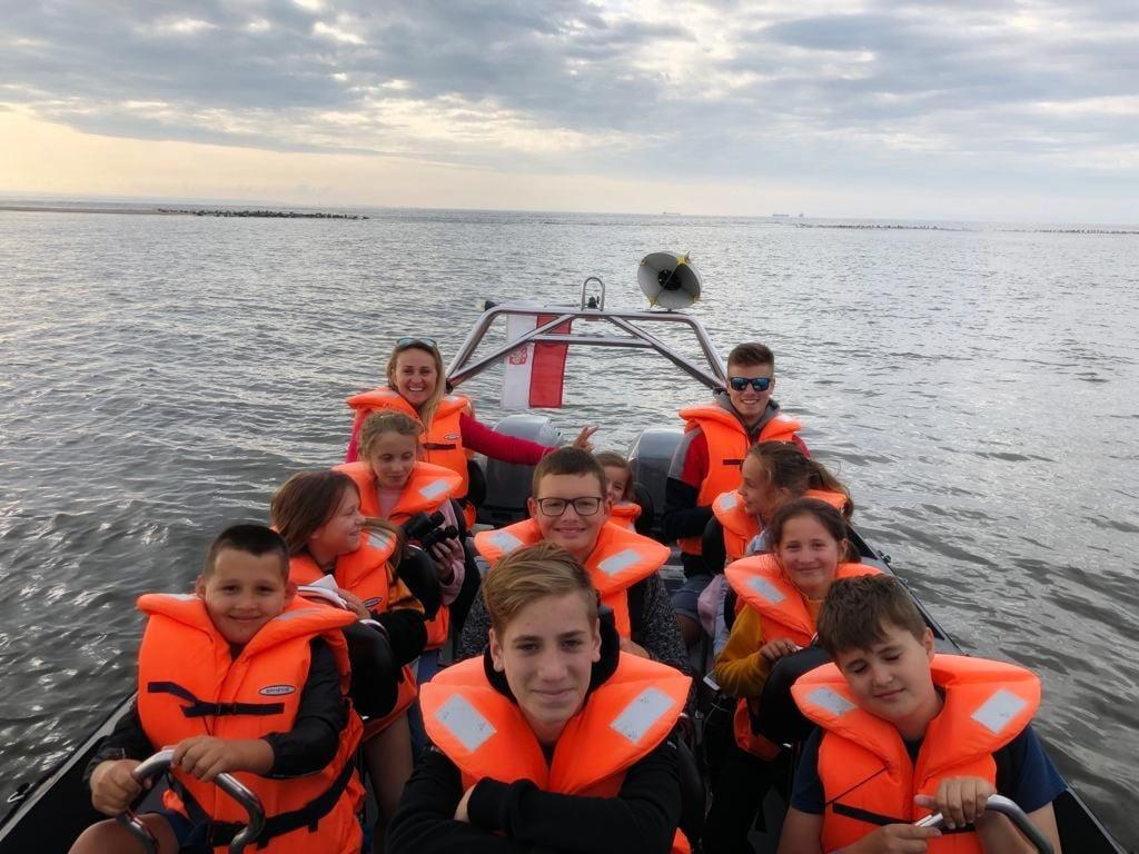 rejs łodzią motorową na obozie nad morzem